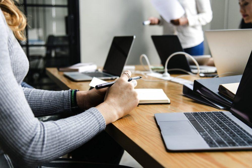 Intégrer un logiciel QSE pour optimiser le système de management de l'entreprise