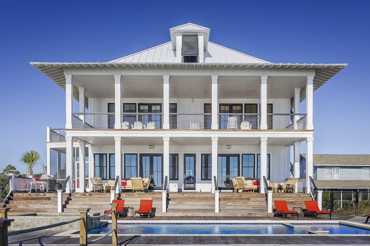 HomeExchange (ex-Guesttoguest) et Trocmaison fusionent pour dominer le marché de l'échange de maisons