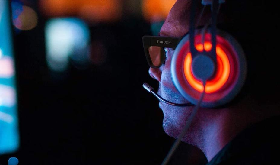 Les lunettes anti-lumière bleue, pour éviter la fatigue visuelle et les migraines après de longs moments devant un écran